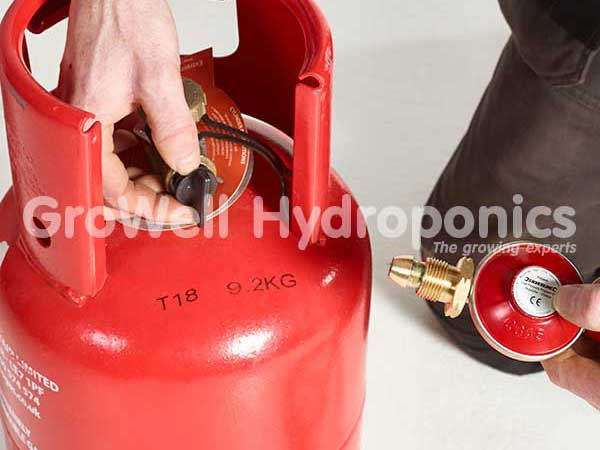 Remove the safety cap on the propane bottle